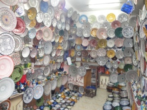 V súkoch kúpite aj krásnu keramiku.