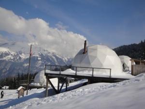 Ubytovať sa možno aj v luxusných stanoch tvaru iglu