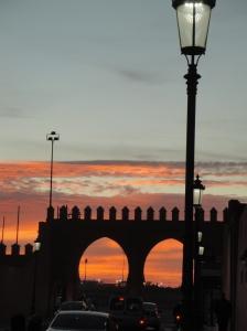 Medina pri západe slnka.